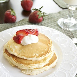 Strawberries and Cream Cheesecake Pancakes | cleanandgreennutrition.worpress.com